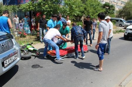 В восьмом микрорайоне Актау сбили подростка на скутере