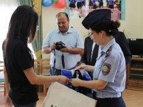 Ветераны мангистауской полиции перечислили «детской деревне» сто тысяч тенге