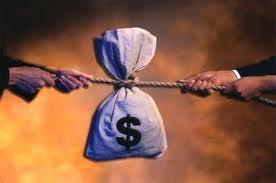 Житель Актау добился возмещения морального вреда от банка