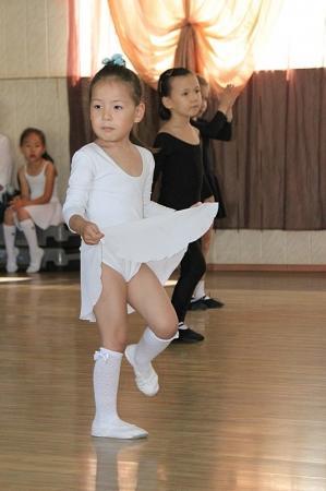 В Актау прошли показательные выступления отделения спортивных бальных танцев, посвященные Дню защиты детей