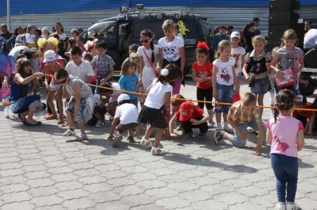 Жители Актау собрали для Дианы Шапошниковой и Аскар Азамата 324 390 тенге