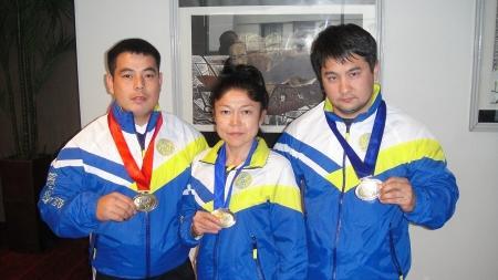 Трое спортсменов Мангистауской области привезли медали с Чемпионата мира по жиму штанги лежа
