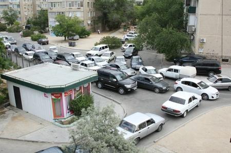 Жители 7 микрорайона Актау жалуются на неудобства из-за ремонтных работ на центральной дороге