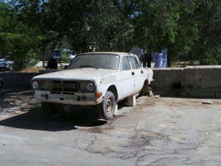 Тачки на прокачку или автохлам во дворах Актау