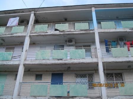 В одном из жилых домов Актау от галереи отваливаются куски бетона