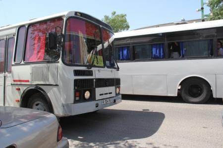 Скандал гаишников и водителей в 8 мкр Актау ВИДЕО