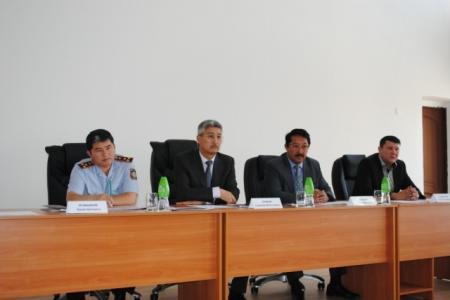 Аким города Жанаозен Серикбай Трумов встретился с личным составом управления внутренних дел