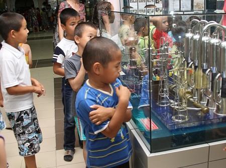 Дети, отдыхающие в летних оздоровительных лагерях Актау, побывали в историко-краеведческом музее
