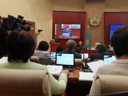 Мажилис одобрил в первом чтении законопроект, повышающий размеры штрафов за нарушения ПДД