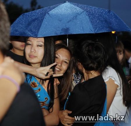 Фотопост: Выпускной бал в Актау