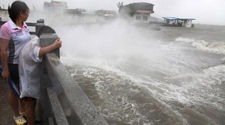 МИД ищет казахстанцев среди заложников шторма в Китае