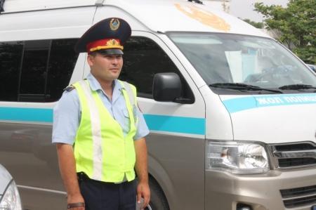 В Актау дорожные полицейские вместе с судебными исполнителями ловят должников на дорогах
