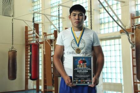 Воспитанник актауской школы бокса Магжан Базарбай завоевал золотую медаль на международном турнире в Украине