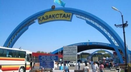 Два авто протаранили погранзаграждения и прорвались из Казахстана в Кыргызстан