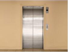 Аким Актау: В Актау до конца 2013 года установят 4 лифта