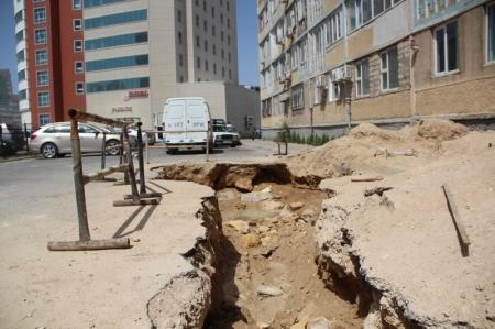 Аким Актау обязал ГКП «Каспий жылу, су арнасы» после ремонтных работ убирать за собой весь мусор