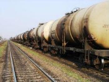 В Мангистауской области 60 тонн нефти вылилось из цистерны грузового поезда