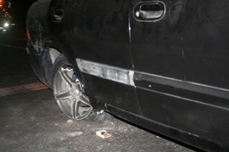 В Актау автомобиль сбил недавно установленный светофор