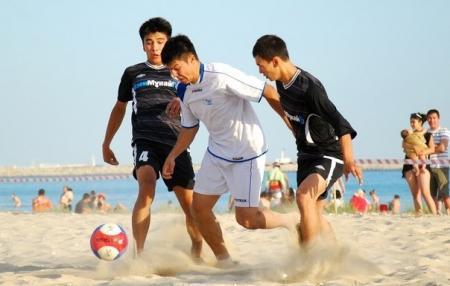 В Актау прошел первый тур чемпионата Мангистауской области по пляжному футболу