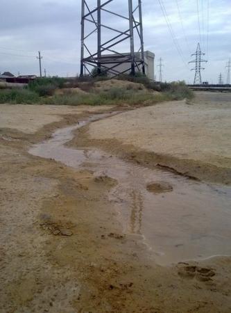 В Актау прорвало трубопровод около УВД