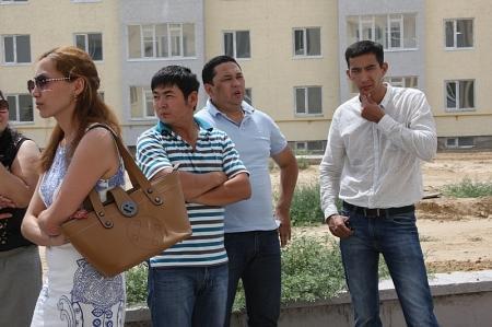 """Готовое жилье стало """"яблоком раздора"""" между акиматом Актау и компанией-застройщиком"""