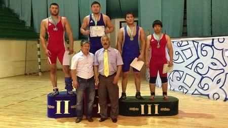 На чемпионате Казахстана по греко-римской борьбе актауские спортсмены стали бронзовыми призерами