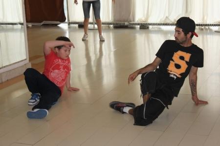 Брейк-данс - один из самых динамичных и экстремальных танцевальных стилей