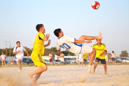 В выходные в Актау пройдет шесть матчей чемпионата области по пляжному футболу