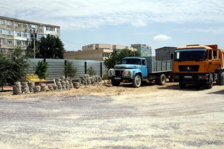 Власти Актау не могут ответить, кто до завершения тендера уже приступил к строительству набережной в 15 микрорайоне