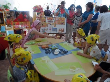Воспитатели детских садов поселка Курык посетили дошкольные учреждения Астаны