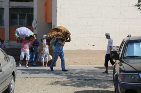 В Актау семью из четырех человек выселили за долги частному лицу