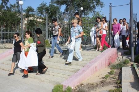 В Актау, в парке «Акбота» прошел субботник