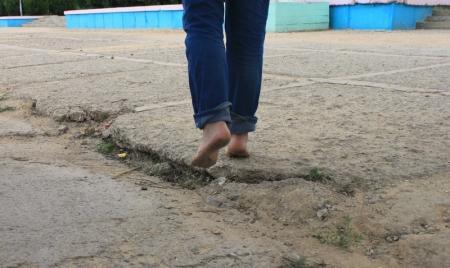 Идут ноги по актауской дороге. Фотопост