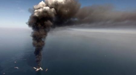 Скважина горит в Каспийском море