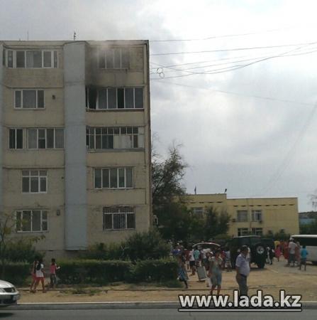 В 48 доме 13 микрорайона Актау загорелась квартира