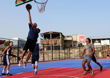 «Монстры» и «Червячки» лидируют в актауском турнире по стритболу