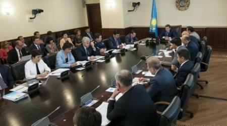 Почти 2000 учителей не хватает в школах Казахстана
