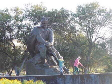 """Как """"умывали"""" памятник Т.Г.Шевченко"""