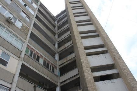 В Актау обещают установить  8 новых лифтов