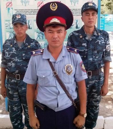 В Актау солдаты внутренних войск задержали мужчину, перевозившего более 140 кг. марихуаны
