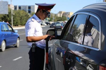 В Актау дорожные полицейские проводят рейды по «блатным» номерам