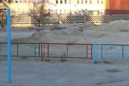 Жители 7 микрорайона Актау боятся отпускать детей на игровую площадку