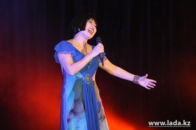 отделка казахстанские звездные концертные платья фото этом даже