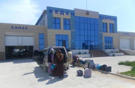 На границе Мангистау с Узбекистаном задержан автомобиль с поддельными документами
