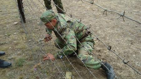 На границе с Туркменистаном в 2013 году возвели 50 километров забора из колючей проволоки