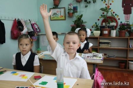 В школах Мангистауской области внедряют систему обучения отдельных предметов на трех языках
