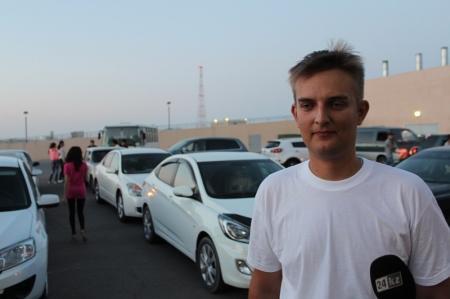 Жители Актау помогли молодому человеку попросить прощения у своей девушки