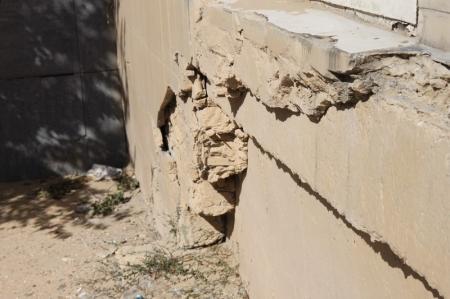 Жители: В Актау 16 дом 9 микрорайона из-за нарушения конструкций дал крен