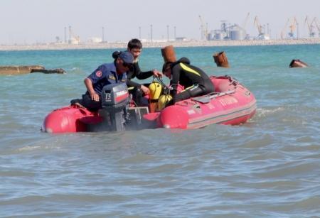 В Актау спасли четверых человек, унесенных в море на катамаране
