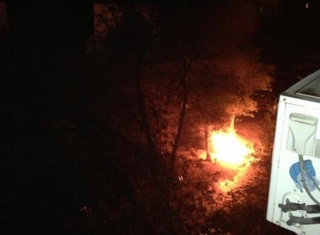 В Актау неизвестные подожгли автомобиль